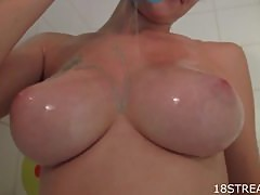 Kinky Teen Babe Masturbates in Shower